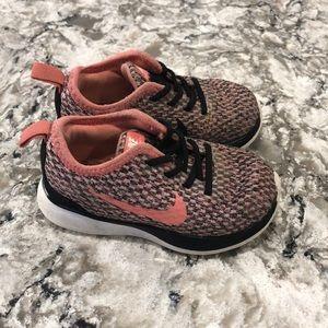 Toddler girls size 6 Nike slip on sneaker